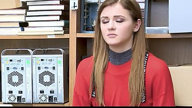 Hot girl bribe her landlord with her wet pussy