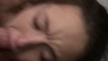 AMATEUR BLOWJOB - SAMI PLAYS W/ VIBRATOR WHILE SUCKING TREY