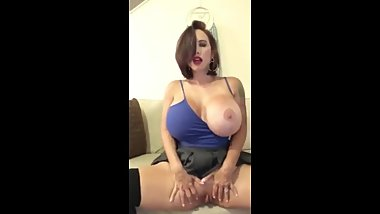 Beauty BigBoobs Masturbate herself