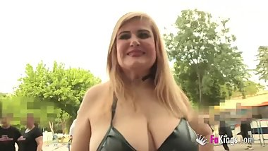 Musa Libertina looks for young cocks in sex expo