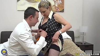 Italian curvy housewife Valentina doing her toyboy