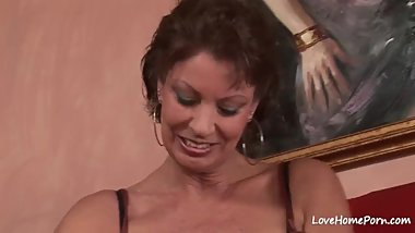 Amateur hottie sucking and getting fucked hard