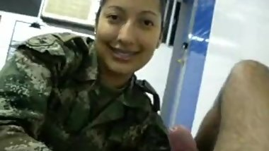 Colombiana Militar mamando - Colombia Woman militar sucking