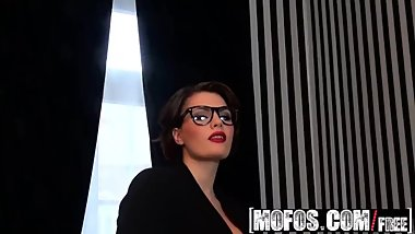 Mofos - Mofos World Wide - Glazing Her Glasses starring Amy Wild