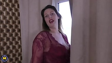 Curvy British mom Crystal fooling around