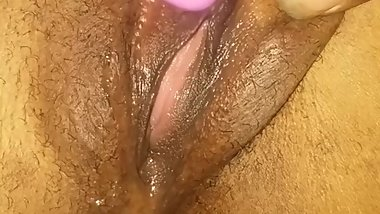 She Be Making Herself Squirt In Cum