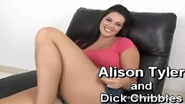 Thick brunette gets her pussy penetrated