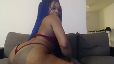 playing wth my pussy on my webcam, crazy orgasm