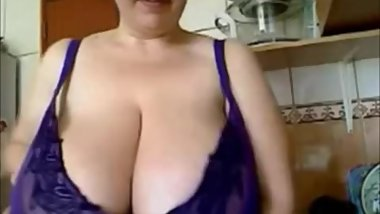 Milf With Natural Tits Teasing In Kitchen On Webcam